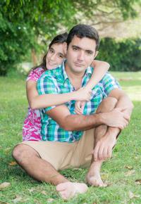 girl hugging daddy